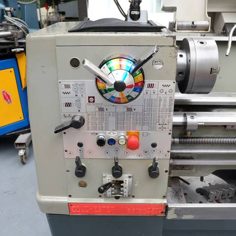 COLCHESTER MASTER 2500 Straight Bed Centre Lathe